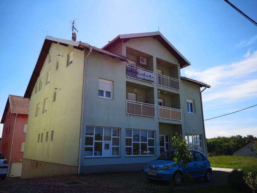 Dugo Selo, stambeno-poslovni objekt